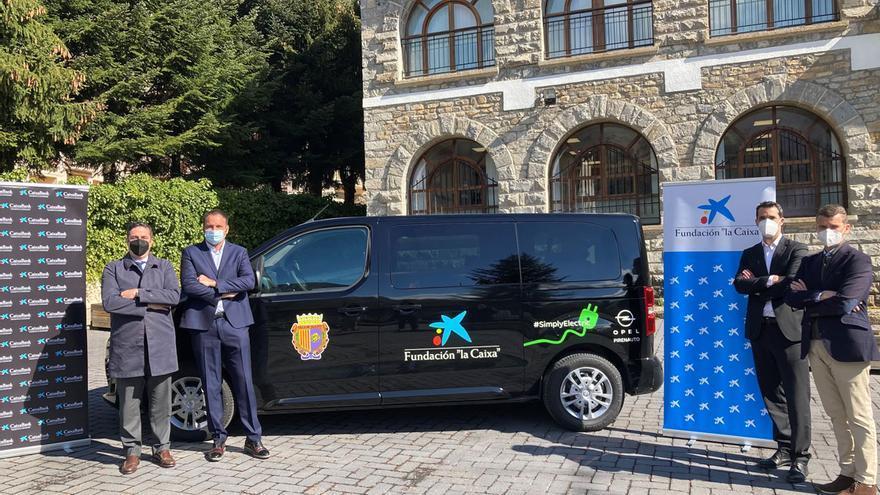 Sallent recibe un vehículo para transporte adaptado