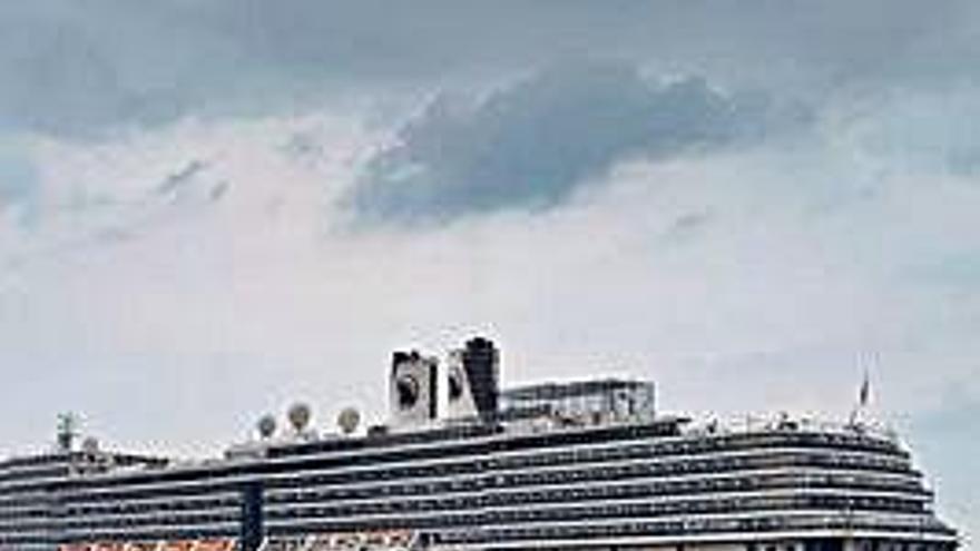 Cinco españoles, retenidos por un caso de coronavirus en un crucero en Camboya