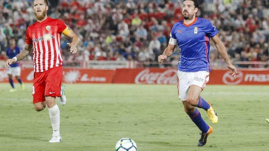 El Almería, a Oviedo con sólo 16 del primer equipo