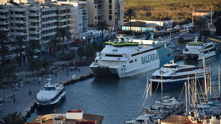 La línea marítima entre las Pitiusas pierde 329.739 pasajeros de enero a agosto