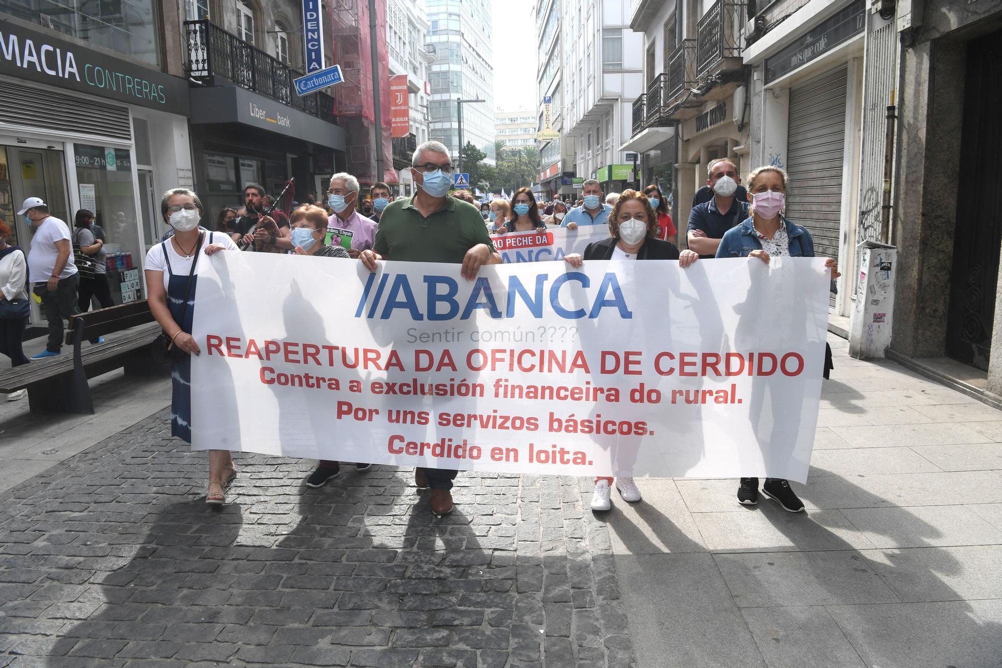 Manifestación contra el cierre de sucursales bancarias en el Obelisco