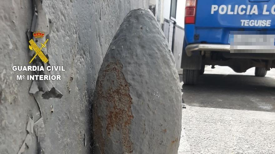 Detonan en La Graciosa un proyectil con 14 kilos de TNT que se usaba como adorno en una casa