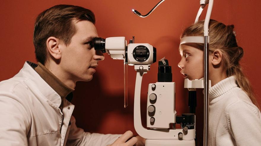 Consejos para cuidar la salud ocular de los niños, empezando este 'puente'