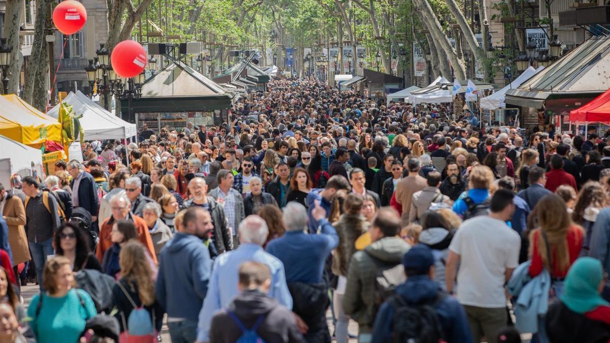 Riuada de gent en el Sant Jordi 2019.