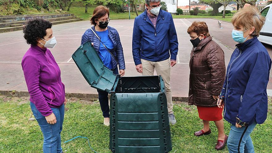 A compostaxe doméstica para  reciclar e elaborar abono natural
