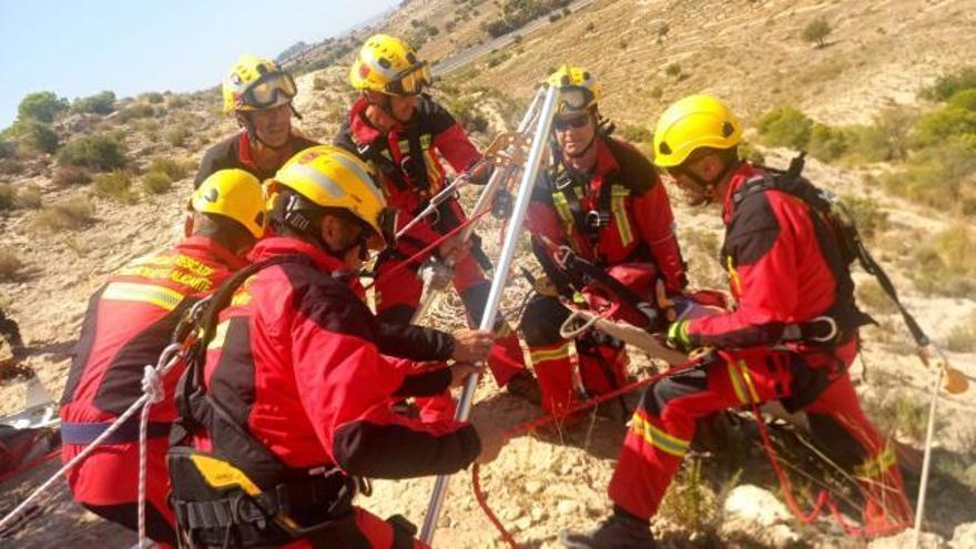 Simulacro de rescate de una persona enferma y perdida en Alicante