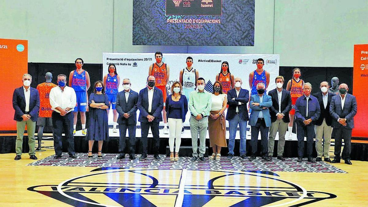 Las nuevas equipaciones fueron presentadas ayer por el Valencia Basket.