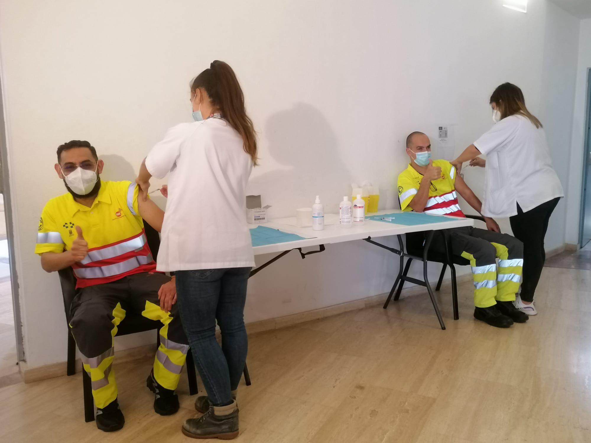 Canarias vacuna a todos los trabajadores del 112 y del transporte sanitario