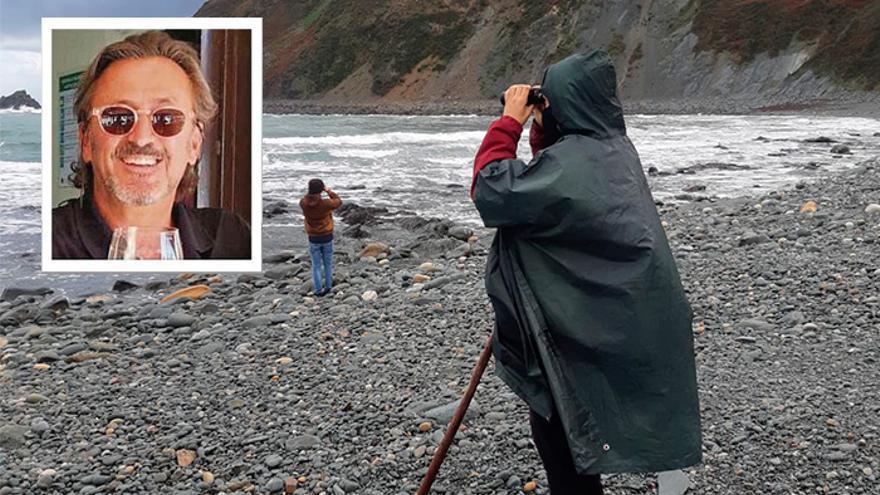 """Búsqueda desesperada en las playas del desaparecido en Muros: """"No imaginábamos un fin de año tan desolador"""""""