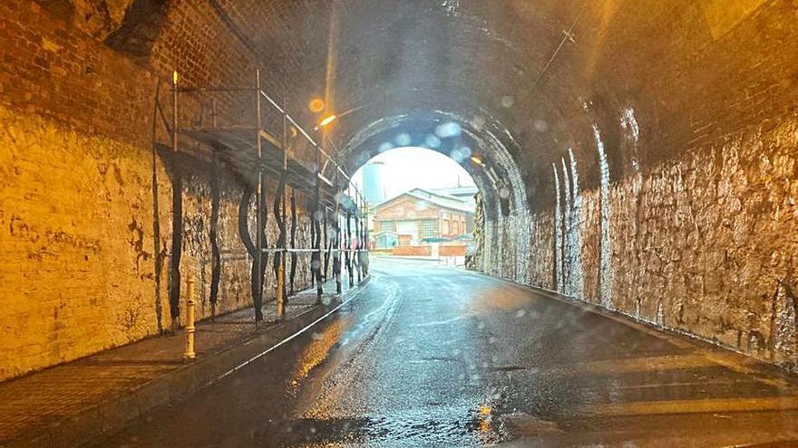 El Ayuntamiento da el primer paso para rehabilitar el túnel de Arnao