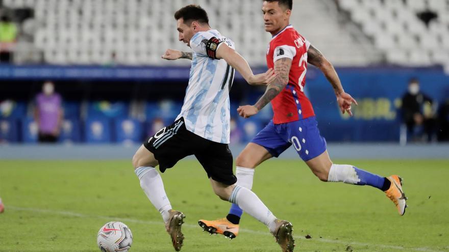 Argentina y Chile igualan en su debut en la Copa América