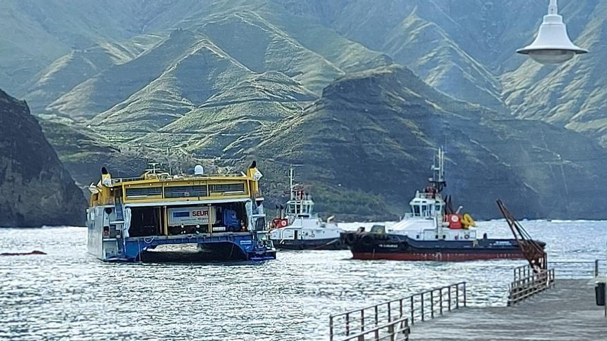 Fred. Olsen opta por reflotar el ferry y el Ayuntamiento exige análisis de las aguas
