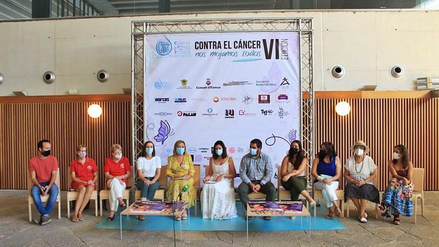 La moda más solidaria en 'Contra el cáncer nos mojamos todos' en Ibiza