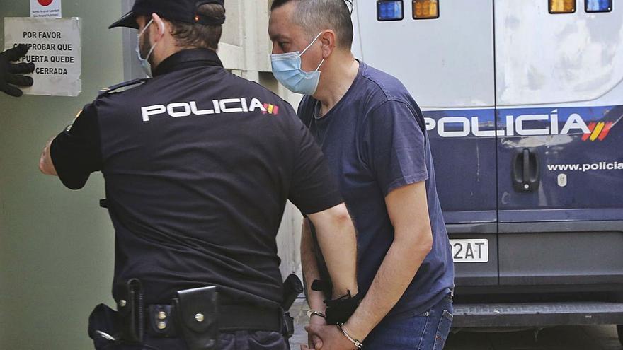 El fiscal retira el ensañamiento en un triple crimen con 55 puñaladas