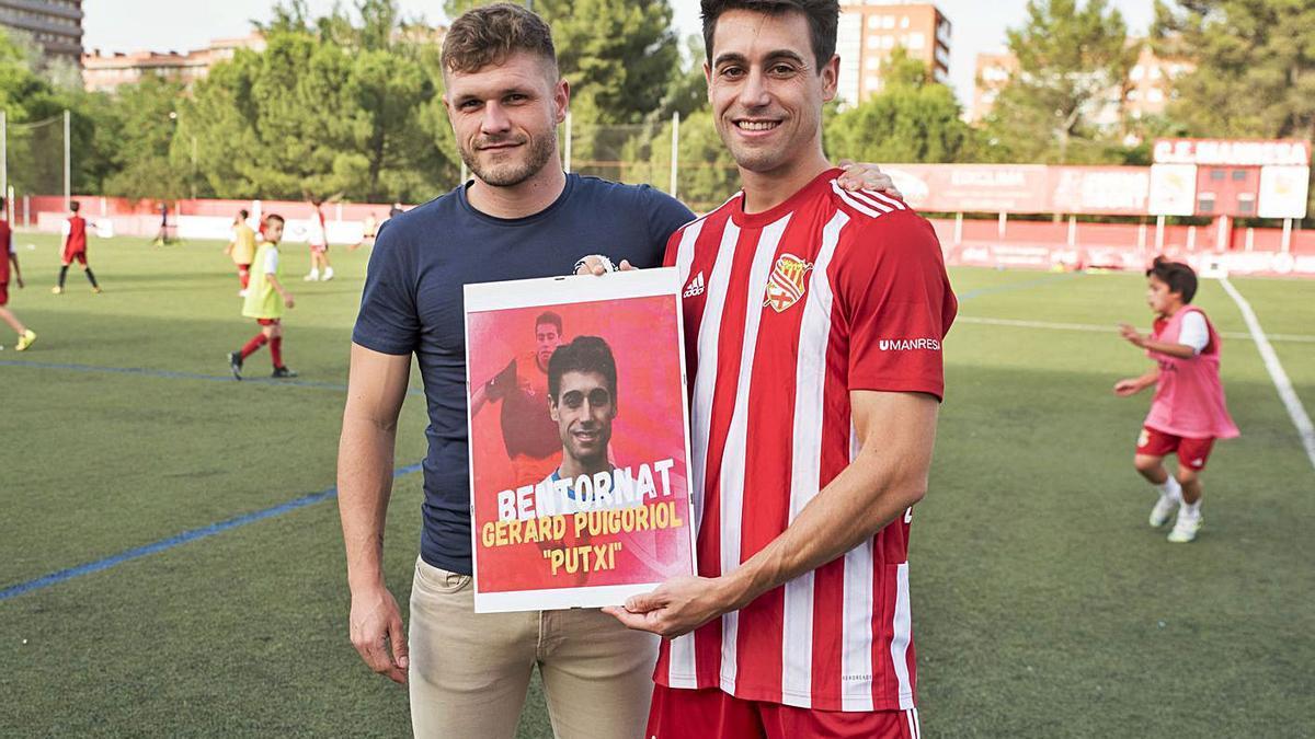 La junta del Manresa i el tècnic Ferran Costa van rebre Gerard Puigoriol amb un sincer «ben tornat» | OSCAR BAYONA