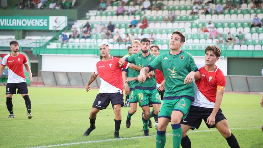 Goleada tras remontar del Villanovense al Córdoba B (4-1) con doblete de Sillero