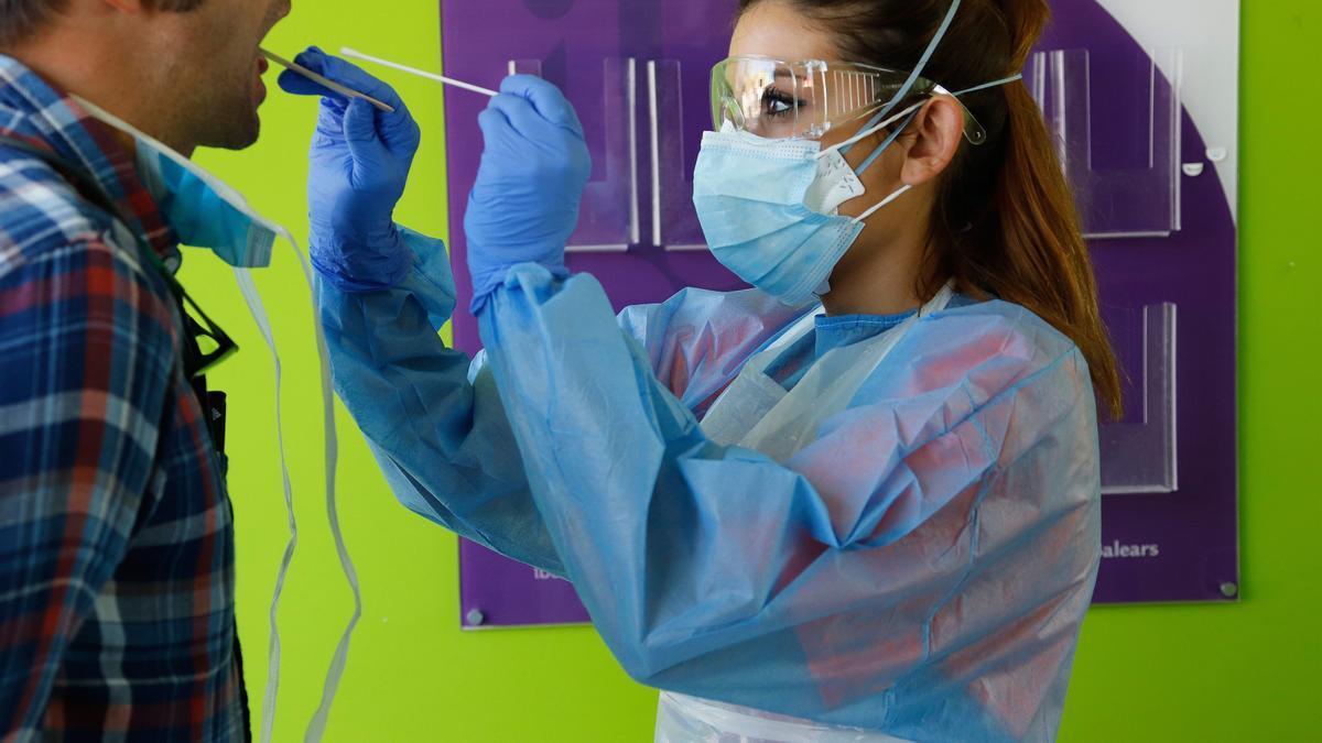 BALEARES.-Coronavirus.- Baleares suma 98 nuevas PCR positivas y dos fallecidos en residencias en las últimas 24 horas