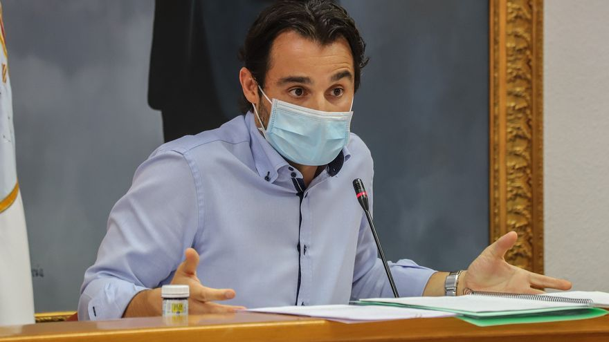 Pleno de aprobación definitiva de los presupuestos en Torrevieja con polémica y siete horas de debate