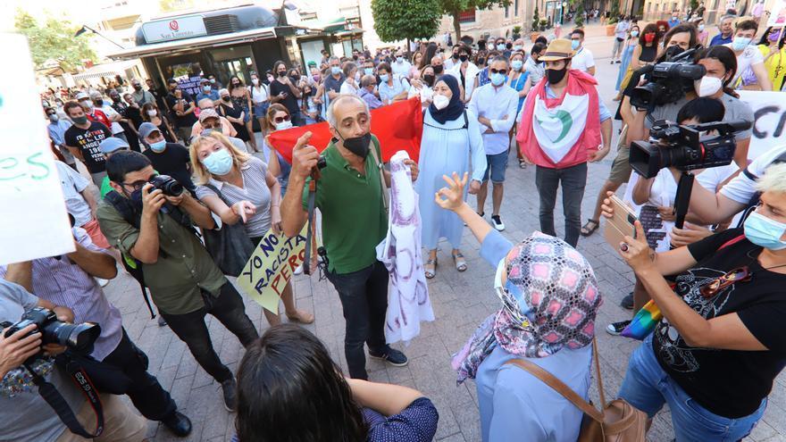 """Más de un centenar de manifestantes protestan en Murcia """"contra el odio y el racismo que asesinó a Younes"""""""