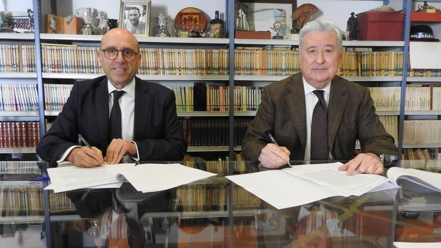 Las fundaciones Cajasur y Antonio Gala firman un acuerdo para fomentar la actividad cultural