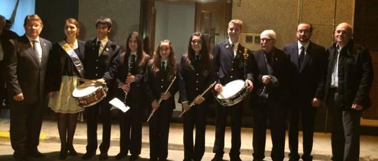La Filharmònica entrega las chaquetas a sus nuevos miembros