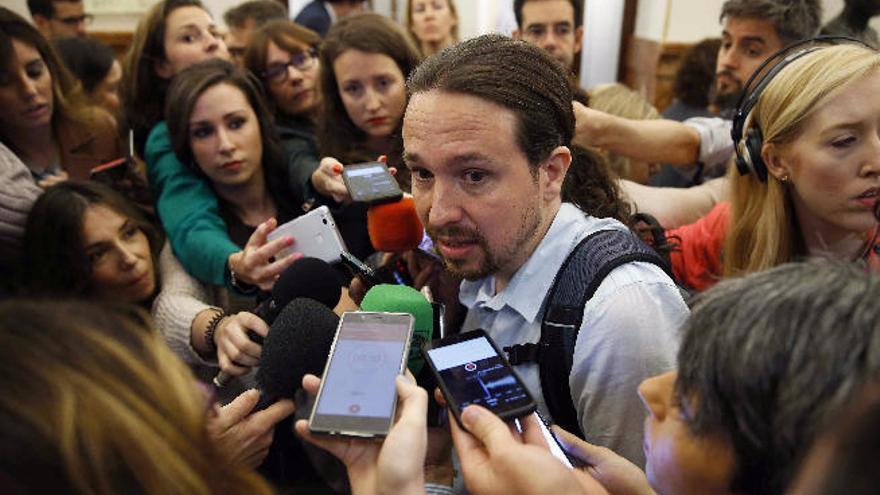Iglesias pide a Sánchez que llame a su socio de NC para que no apruebe los presupuestos del PP