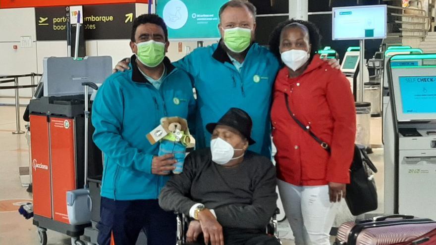 De Asturias a Cabo Verde: El emotivo viaje de la ambulancia del deseo para hacer realidad el sueño de Joaquim