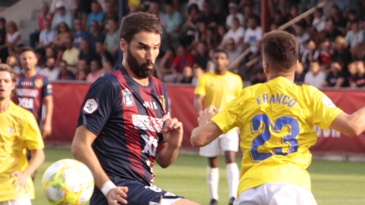 Iker Torre, en un partido del Yeclano
