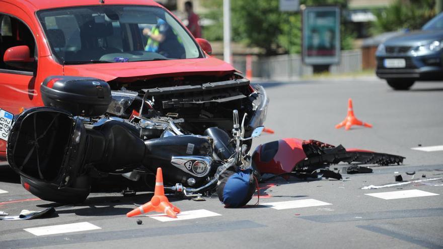 Herido grave un motorista de 63 años al chocar con una furgoneta en Cuatro Caminos