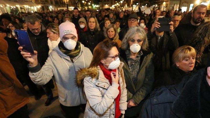 """Más de un millar de personas se manifiestan en Tarragona para exigir """"más controles en la industria química"""""""