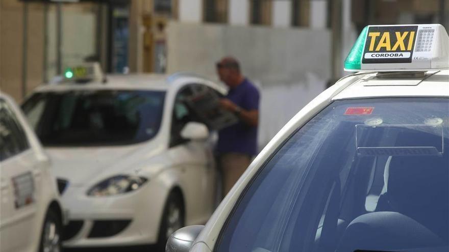 El nuevo reglamento del taxi incluye precontrato a precio cerrado, taxi compartido y pago con tarjeta bancaria