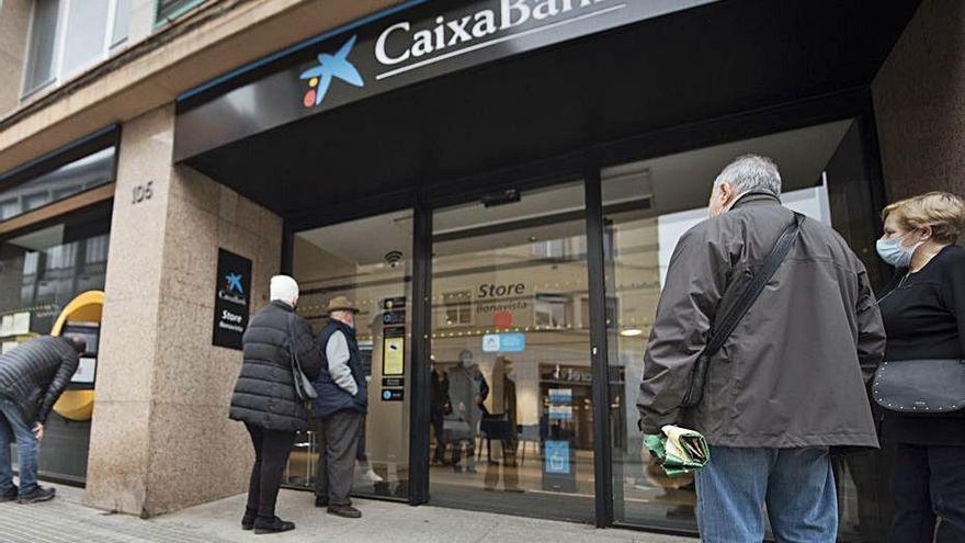 La meitat dels bancs a Espanya ja tenen un 60% dels seus clients digitalitzats