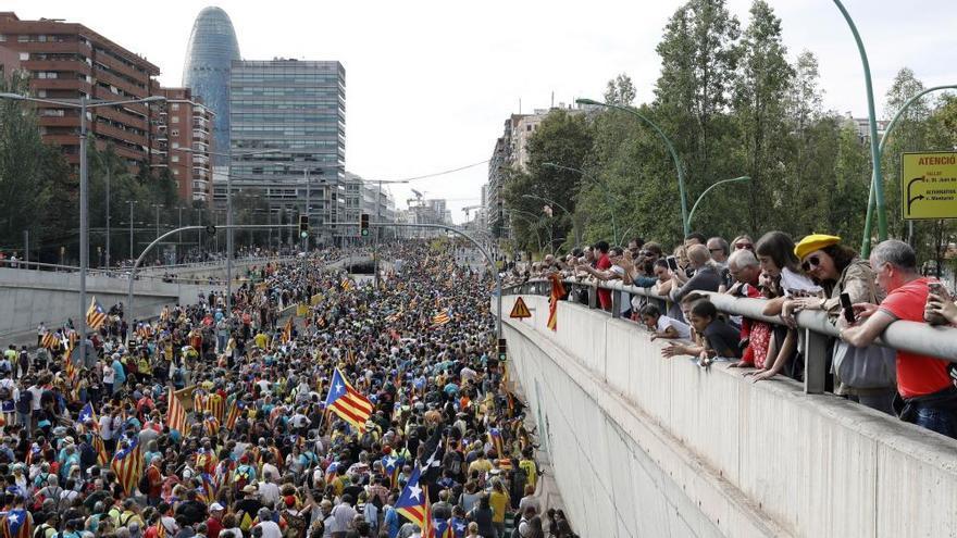 Batalla campal a la zona de la Via Laietana amb diverses barricades de foc