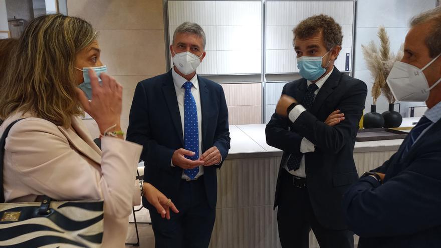 El conseller Rafa Climent visita Cersaie