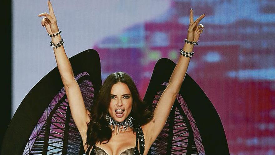 Los ángeles de Victoria's Secret brillan en China