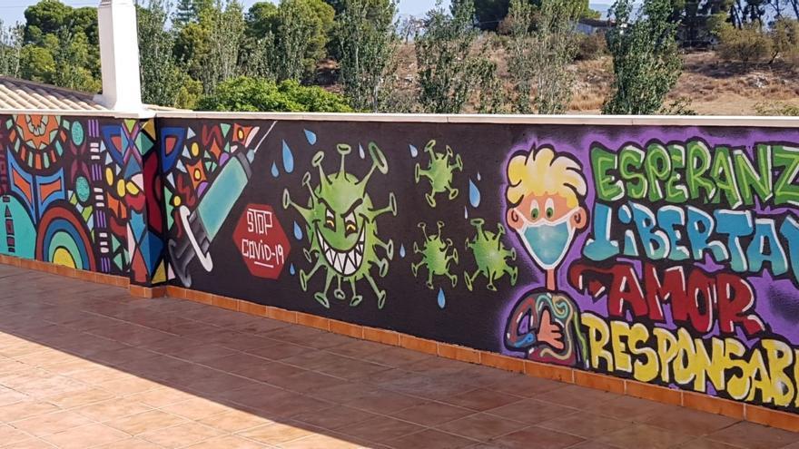 El centro de salud de Alhaurín de la Torre convierte su muro en una obra de arte