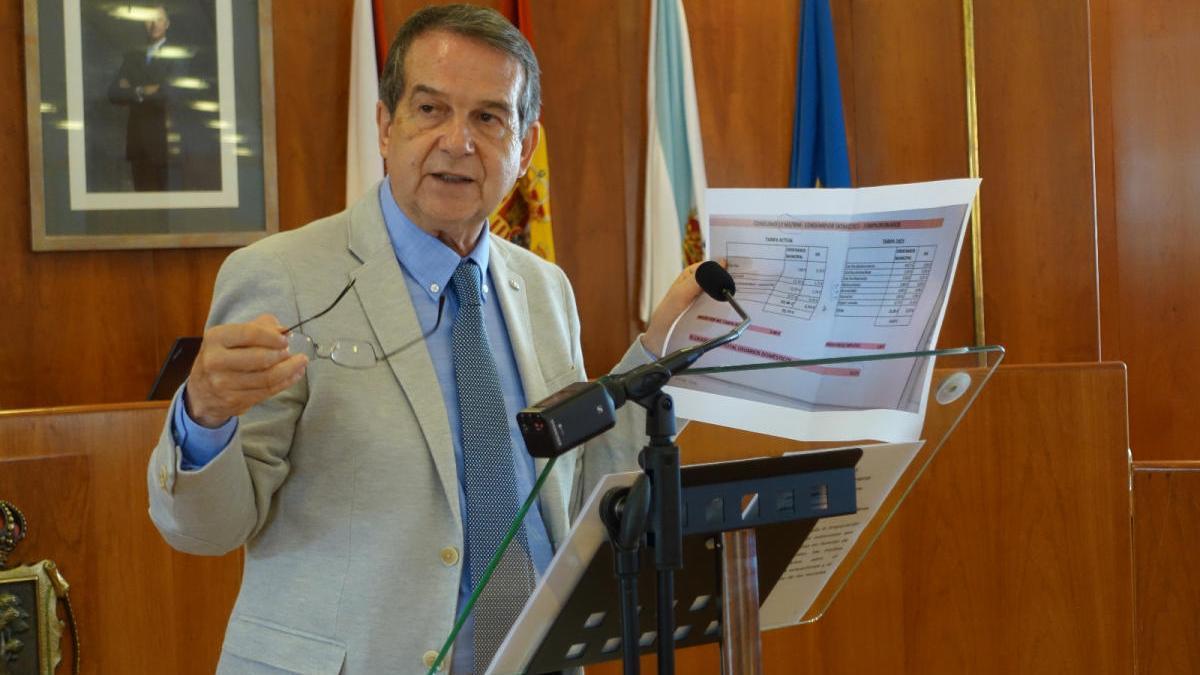 El alcalde de Vigo, Abel Caballero, durante una rueda de prensa en el Concello. // FdV