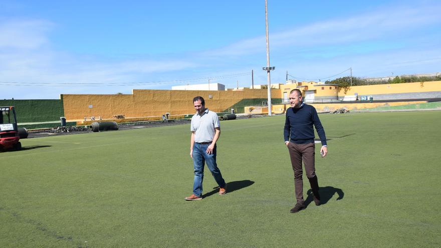Comienzan las obras de renovación del césped artificial y mejoras del Campo de Fútbol de Sardina
