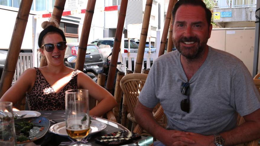 Turistes estrangers sobre la recomanació de no venir a Catalunya: «És una bestiesa. Ens sentim molt segurs»