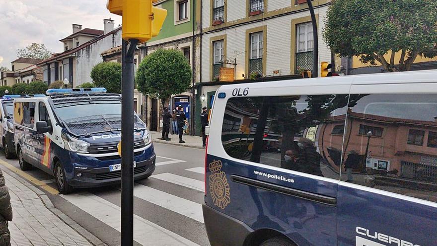 Más de un centenar de sanciones en zonas de ocio de Somió, La Guía y El Molinón tras el despliegue policial