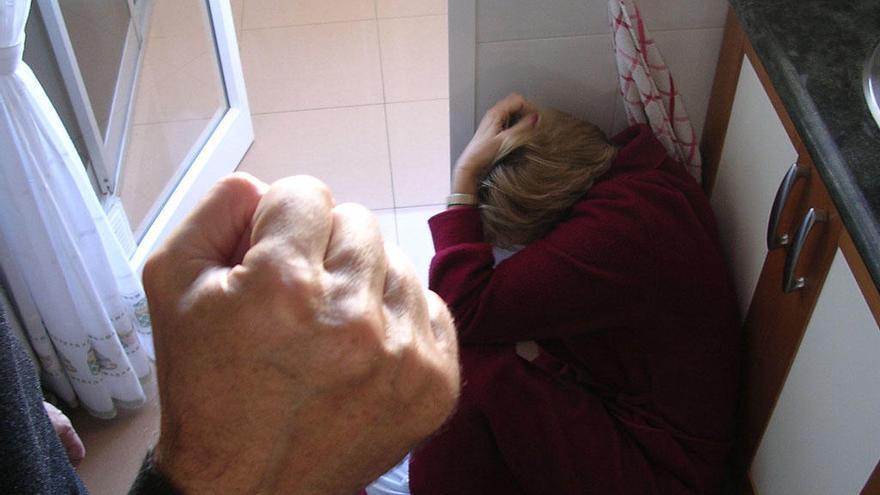 Aumentan casi un 50% las llamadas al 016 en Málaga en lo que va de pandemia