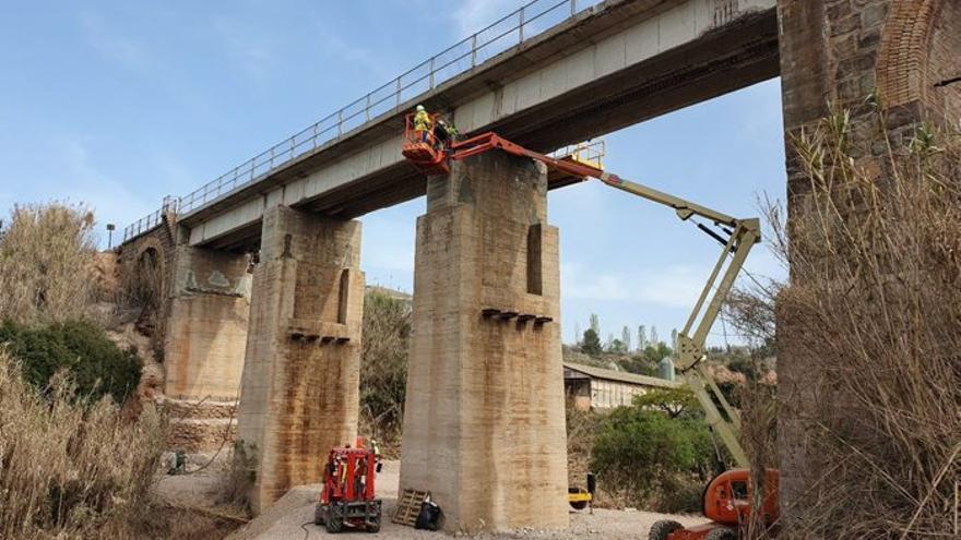 Ferrocarrils rehabilita dos viaductes de la línia de la potassa, a Callús