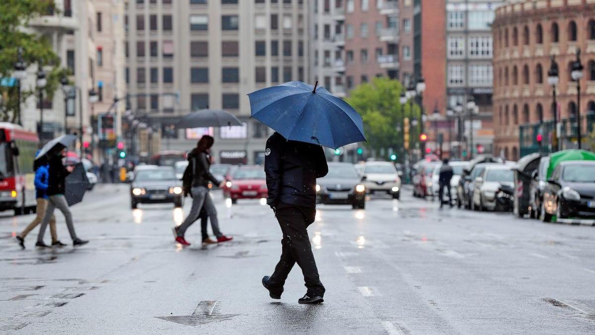 El tiempo en Valencia anuncia lluvias y una bajada de la temperatura mañana.