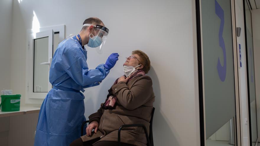 Canarias suma 145 contagios y dos fallecidos en las últimas horas