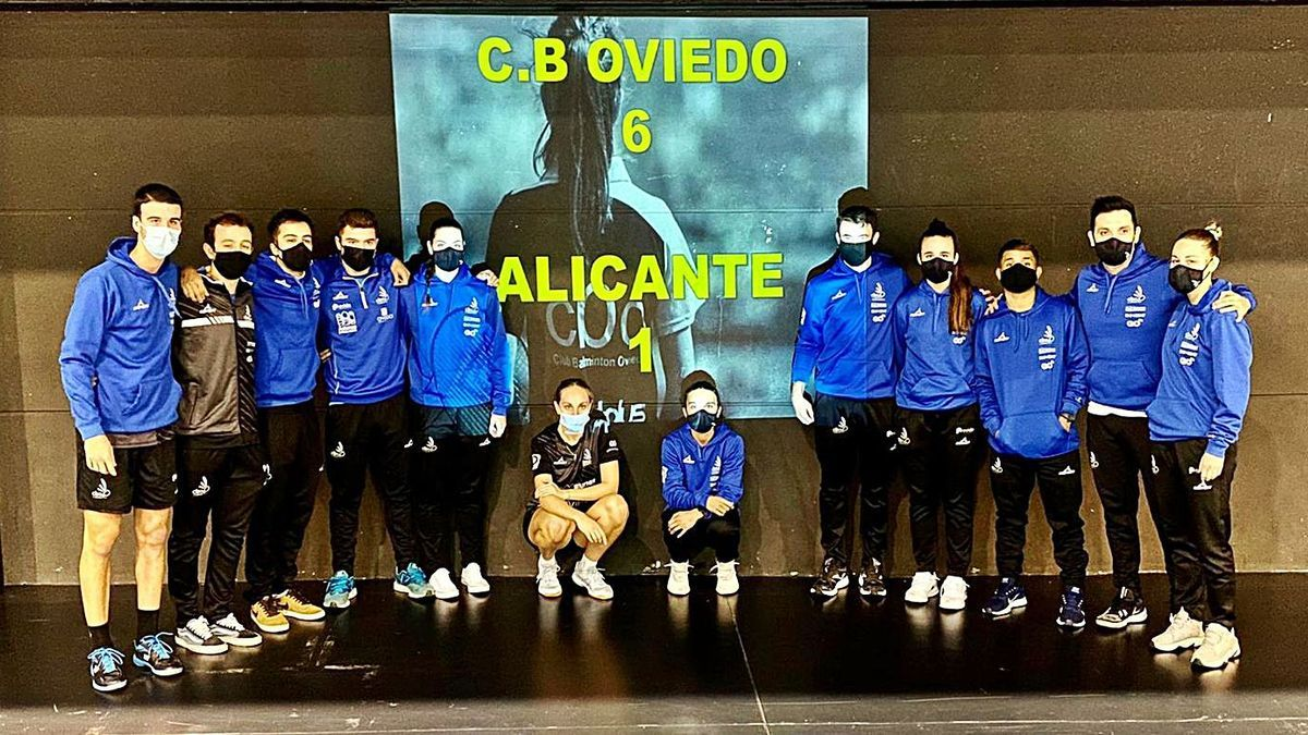 The components of Oviedo Badminton, after the match against CB Alicante.  |  OB