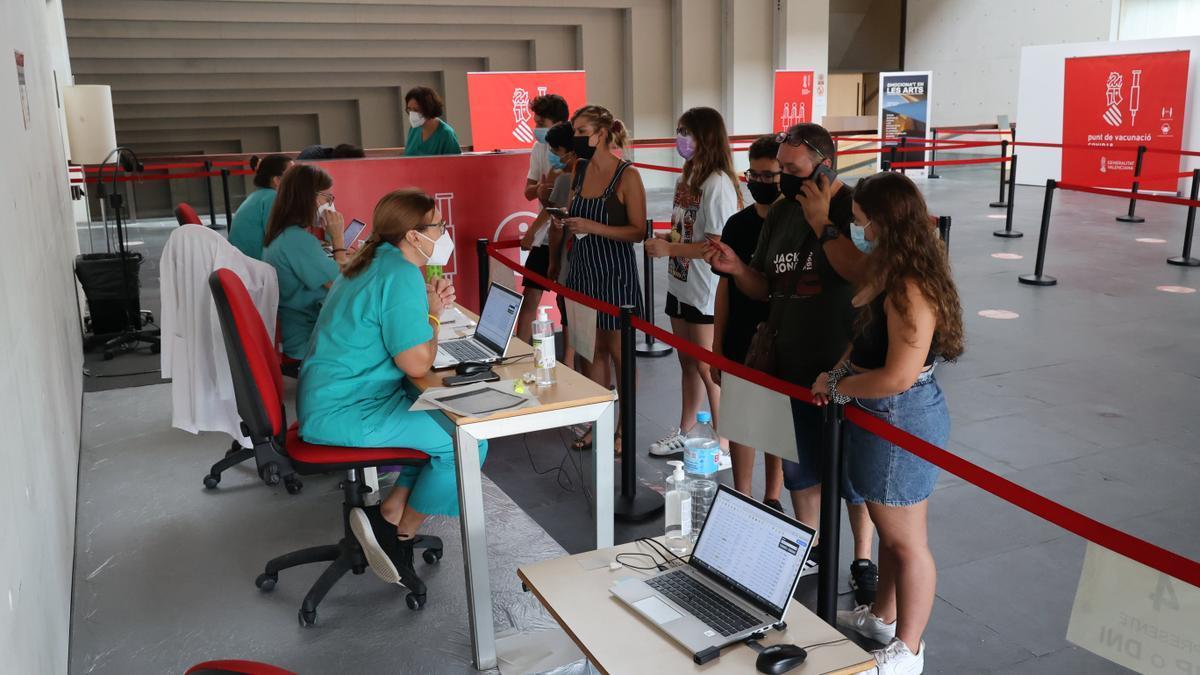 El Auditori i Palau de Congressos de Castelló estará hoy y mañana cerrado como punto de vacunación masiva.