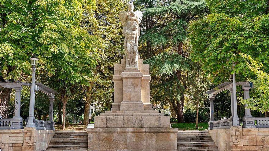 El parque de San Lázaro recupera la luminosidad de su Anxo Caído