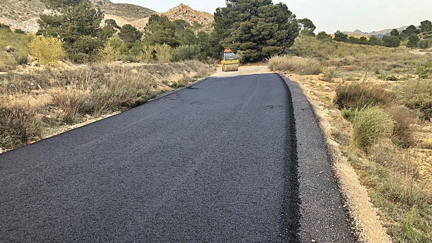 Acaban las obras de limpieza y asfaltado en el camino Canalizo Cantero de Jumilla