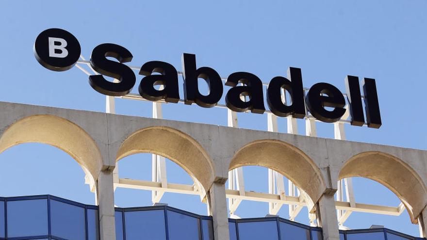 El Sabadell pone a la venta una cartera de 900 millones en créditos fallidos de la CAM