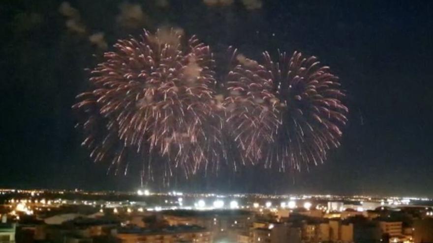 Vila-real despidió la festividad de Sant Pasqual con tres castillos de fuegos artificiales